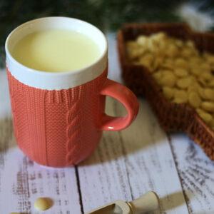 Kötött pulcsis bögre - pasztell narancssárga teás, kávés bögre - karácsonyi bögre