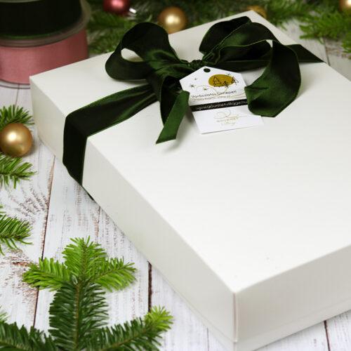 Karácsonyi ajándékcsomag, ajándékcsomagolás papír ajándékdobozban