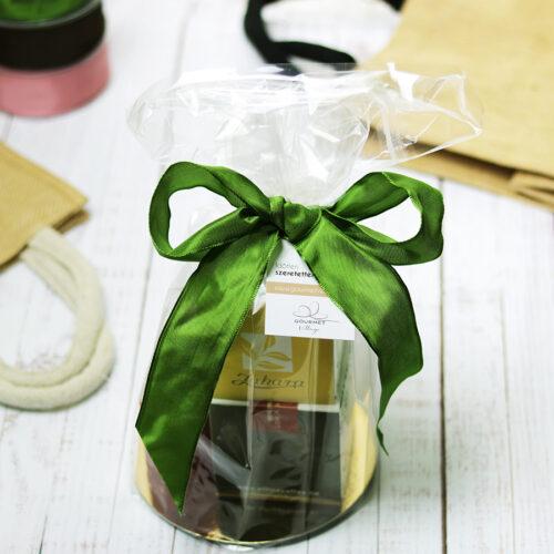Celofán ajándéktasak zöld szalaggal